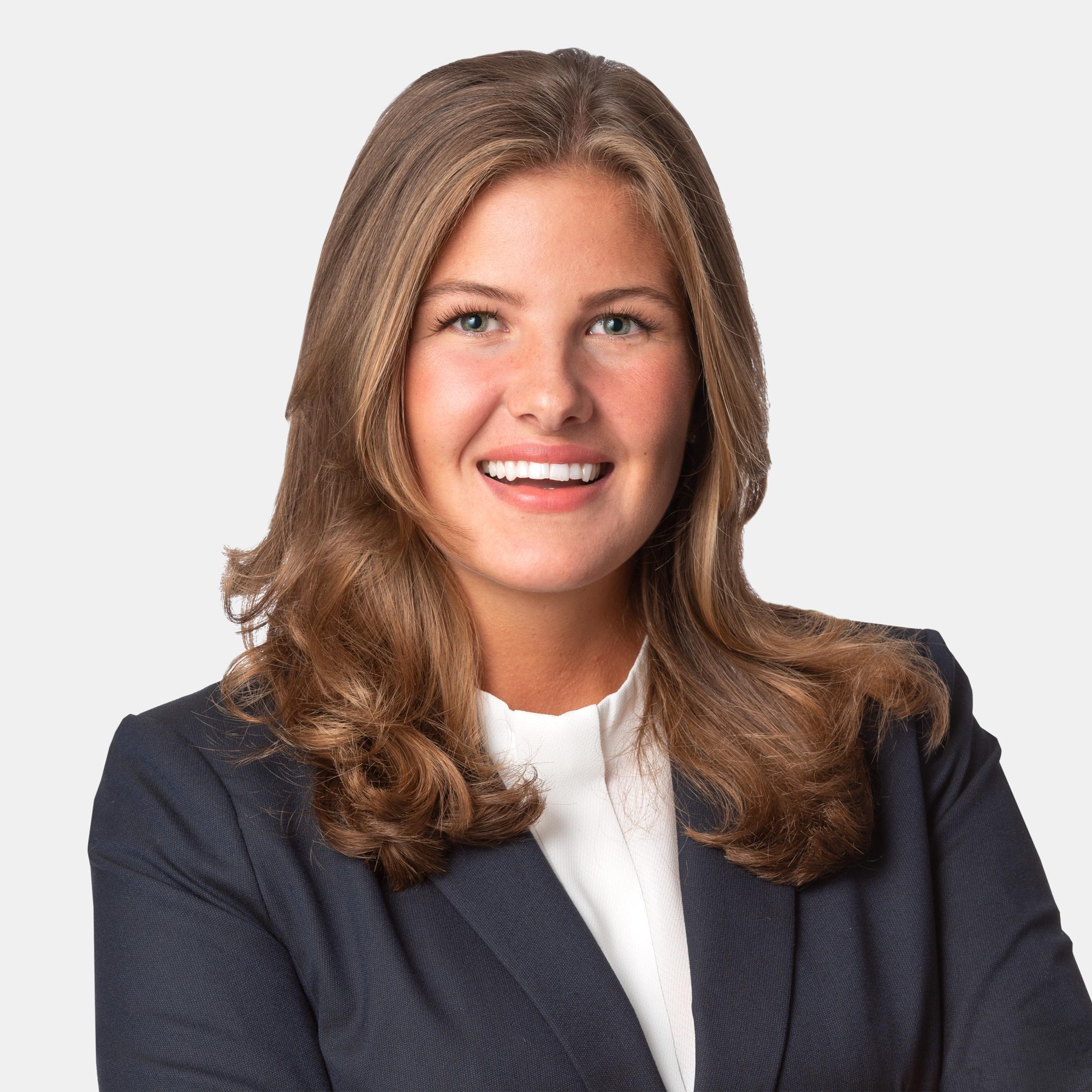 Julia Larsson, Alicia Edelman Fastighetsmäkleri